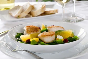 salad with pan-seared scallops and orange.