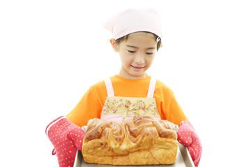 パンを持つ女の子