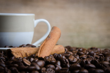 nahaufnahme von zimt und kaffee