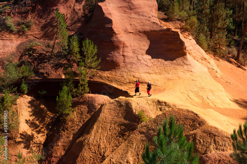 Two turist walking on Le Sentier des Ocres in Roussillon in Fran