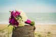 Постер, плакат: Букет невесты на фоне моря