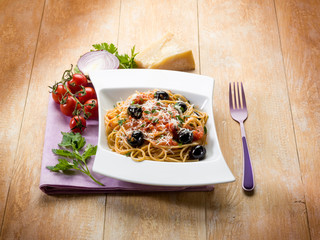 spaghetti with black olives tomatoes and parmesan cheese