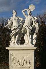 Historische Figuren im Park vom Schloss Belvedere, Wien