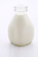 Fresh organic  milk pint