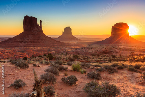Leinwanddruck Bild Monument Valley twilight, AZ, USA