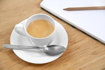 Tazza di caffè e appunti