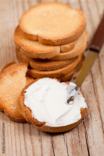 snack crackers with cream cheese and knife