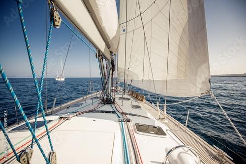 Papiers peints Fluvial Sailing ship yachts with white sails