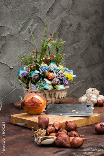 Shallots , Onion , Garlic , Chopping board , Knife , flower with