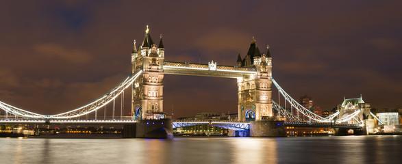 London Tower bridge on sunset © Deyan Georgiev