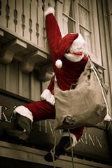Père Noël en distribution de cadeaux