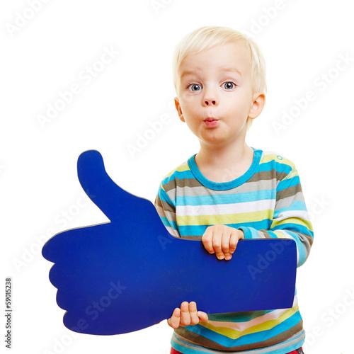 Leinwanddruck Bild Kind gratuliert mit Daumen hoch und Kussmund