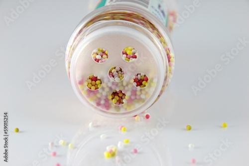 zuckerperlen in der dose
