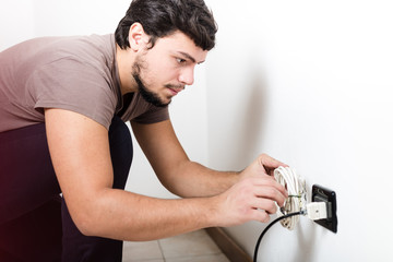 young man electrician bricolage working
