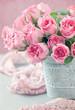 Obrazy na płótnie, fototapety, zdjęcia, fotoobrazy drukowane : Beautiful fresh roses on a table.