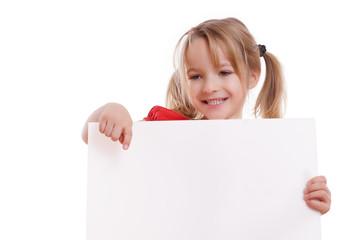 blondes lachende Mädchen mit Werbeschild