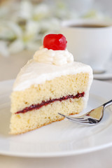cake with vanilla frosting and raspberry jelly