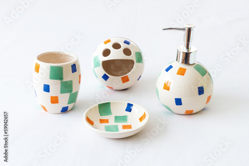Ceramic set for bathroom use