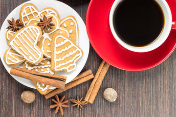 Two cups of coffee with gingerbread cookies