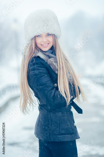Beauty woman in the winter scenery