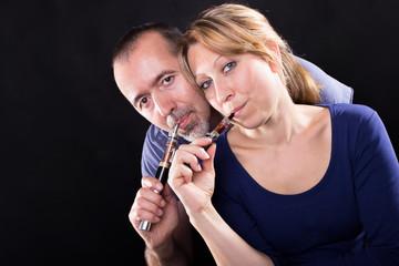 Paar beim gemeinsamen Dampfen