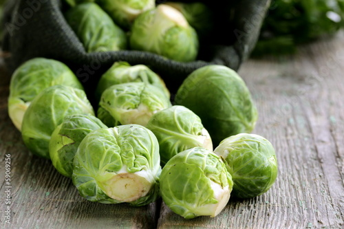 Papiers peints Bruxelles fresh raw organic green brussel sprouts