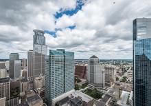 Centre-ville de Minneapolis et urbain environnant