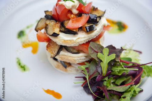 Sandwich with tomato and eggplant