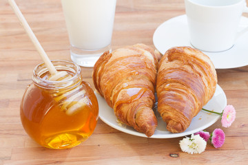 breakfast with honey and croissant