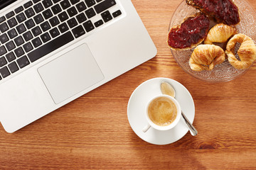 Having breakfast in front of computer