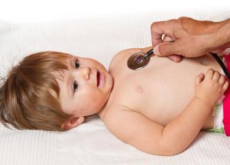 bambina visitata da medico