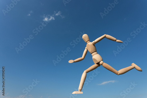 大空を走る人形