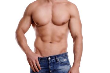Mann in Jeans mit durchtrainierter Muskelatur