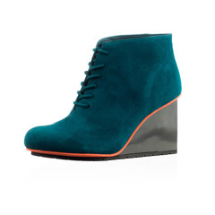 Fashionable women shoe