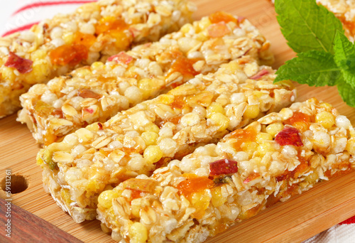 Apricot and apple cereal bars