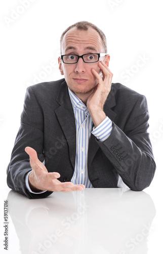 Geschäftsmann isoliert mit Brille und Anzug im Büro isoliert