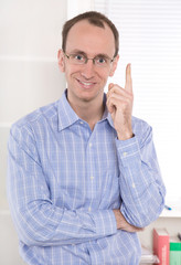 Ratschlag vom Berater oder Profi - Mann mit Zeigefinger