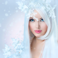 Winter Beauty. Beautiful Fashion Model Girl with Snow Hairstyle