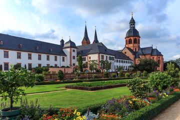 Klostergarten und Basilika in Seligenstadt, Deutschland
