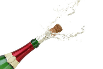 Champagner spritzt an Silvester aus einer Sekt Flasche