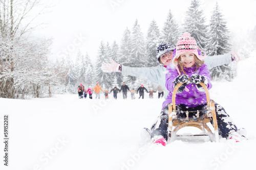 Children on the snow - 59152202