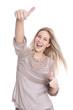 Jubelnde lachende erfolgreiche junge Frau isoliert in blond