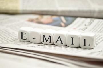 Würfel mit E-Mail
