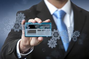 Doigt montrant une interface futuriste sur un écran tactile