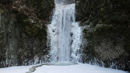 Beautiful Multnomah Falls Frozen in Winter 1080p