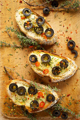 Crostini with mozzarella, black olives and fresh thyme