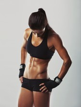 Fitness femme de repos après l'entraînement