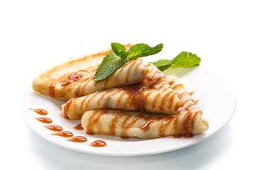 pancakes with syrup and mint