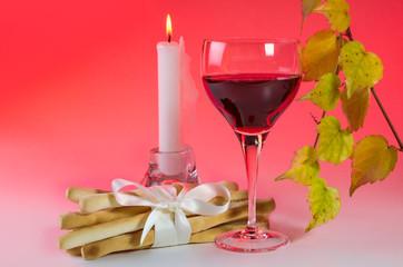 Weinglas mit Weinblattzweig 3