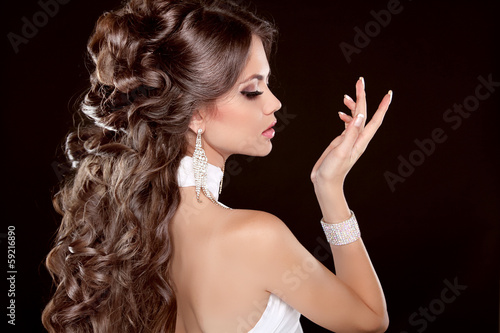 Hairstyle. Long Hair. Glamour Fashion Woman Portrait Of Beautifu